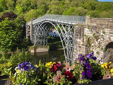 Historic Iron Bridge by Abraham Darby III, Ironbridge, UNESCO World Heritage Site, Shropshire, England, United Kingdom, Europe