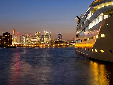 Canary Wharf from Royal Victoria dock with Sunborn Hotel, Docklands, London, England, United Kingdom, Europe
