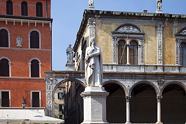 Statue of Dante, Verona, UNESCO World Heritage Site, Veneto, Italy, Europe