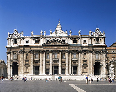 Facade of St. Peter's, with statues, Vatican, Rome, Lazio, Italy, Europe