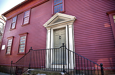 Exterior of colonial building on Thames Street, Newport's Historic District, Newport, Rhode Island, New England, United States of America, North America