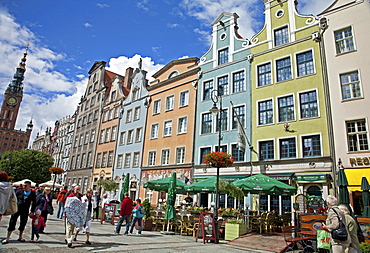 Colourful building facades on Long Market (Dlugi Targ) showing the Town Hall, Gdansk, Pomerania, Poland, Europe