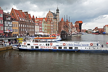 View along River Motlawa showing harbour and old Hanseatic architecture, Gdansk, Pomerania, Poland, Europe