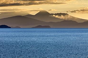 Sunset, Lake Taupo and Mount Ngauruhoe,Tongariro National Park, UNESCO World Heritage Site, North Island, New Zealand, Pacific