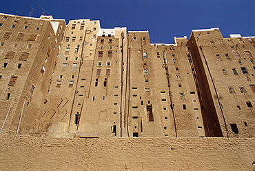 Backs of tall mud brick houses showing holes in the wall for toilets, the walled city of Shibam, UNESCO World Heritage Site, Wadi Hadramaut, south Yemen, Middle East