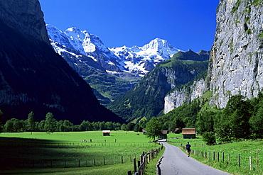 View along valley to the Breithorn, Lauterbrunnen, Bern, Switzerland, Europe
