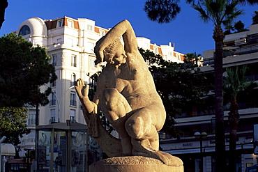 Stone sculpture on the Bouevard de la Croisette, Cannes, Alpes-Maritimes, Cote d'Azur, French Riviera, Provence, France, Europe