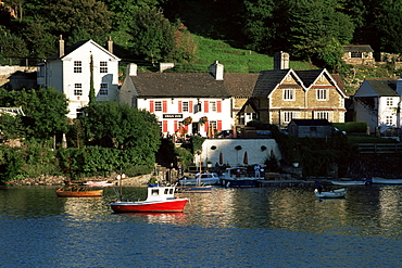View to the Swan Inn at Noss Mayo, from the village of Newton Ferrers, near Plymouth, Devon, England, United Kingdom, Europe