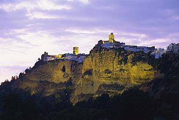 Illuminated cliffs of the Pena Nueva, with churches of Santa Maria and San Pedro on top, Arcos de la Frontera, Cadiz, Andalucia (Andalusia), Spain, Europe