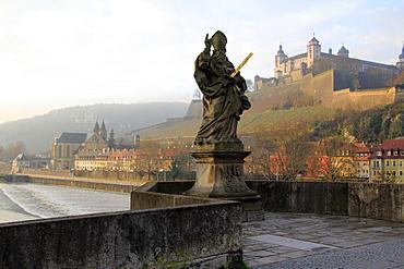 Old Main Bridge over River Main and Fortress Marienberg behind, Wurzburg, Franconia, Bavaria, Germany, Europe