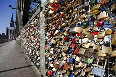Padlocks on the Hohenzollern Bridge, Cologne, North Rhine Westphalia, Germany, Europe