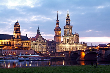 River Elbe, skyline with Bruhlsche Terrasse, Hofkirche and Palace, Dresden, Saxony, Germany, Europe