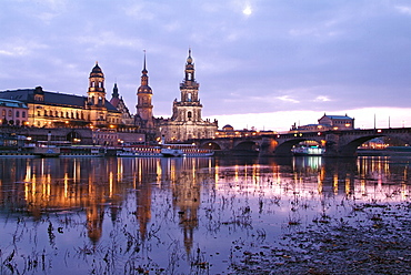 River Elbe, skyline with Bruhlsche Terrasse, Hofkirche and Semper Opera, Dresden, Saxony, Germany, Europe