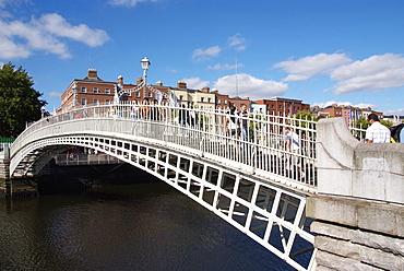 Halfpenny Bridge over River Liffey, Dublin, Republic of Ireland, Europe