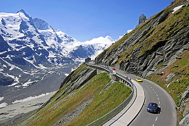 Grossglockner High Alpine Road at Emperor Franz Joseph Height (Kaiser-Franz-Josefs Hohe), 2369m, with Grossglockner Mountain, 3798m, Carinthia, Austria, Europe