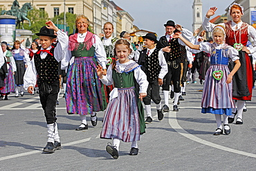 Traditional Costume Parade on occasion of the Oktoberfest, Munich, Upper Bavaria, Bavaria, Germany, Europe