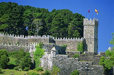 Medieval walls surrounding the parador, Bayona, Galicia, Spain, Europe