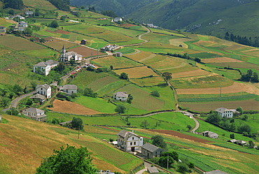 Fields, farms and houses in the Navia Valley (Valle del Navia), in Asturias, Spain, Europe