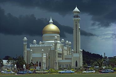 The Sultan Omar Ali Saifuddin Mosque, completed 1958, Bandarseribeg, Brunei, Borneo, Southeast Asia, Asia