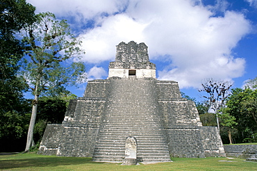 Temple 2 from the front, Mayan site, Tikal, UNESCO World Heritage Site, Guatemala, Central America