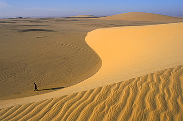 Sand dunes, between Kharga and Dakhla oases, Western Desert, Egypt, North Africa, Africa