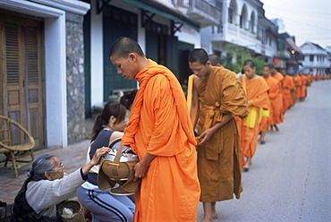 Novice Buddhist monks collecting alms of rice, Luang Prabang, Laos, Indochina, Southeast Asia, Asia