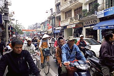 Busy street, Hanoi, Vietnam, Indochina, Southeast Asia, Asia