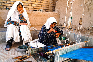 Old women weaving textiles, Varzaneh, Iran, Middle East