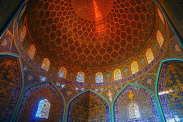 Interior of the dome of Sheikh Lotfollah Mosque, Isfahan, Iran, Middle East