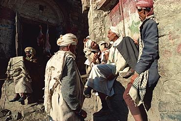 Men gossiping in the souk, Jibla, Yemen, Middle East