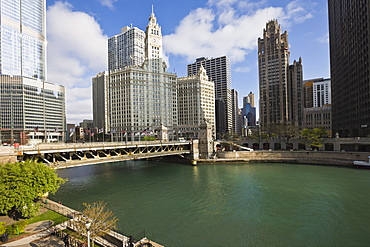 The Wrigley Building, center, North Michigan Avenue and Chicago River, Chicago, Illinois, United States of America, North America