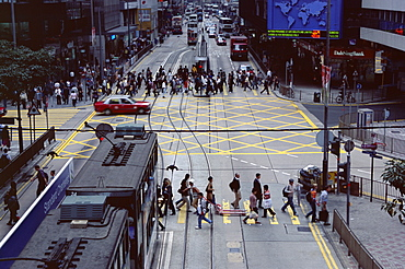 Busy crossing, Des Voeux Road, Central, Hong Kong Island, Hong Kong, China, Asia