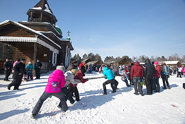Siberians celebrate the festival of Maslenitsa with outdoor games such as the tug of war, Irkutsk, Siberia, Russia, Eurasia