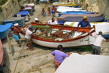 Fishermen, Wied iz Zurrieq, Malta, Europe