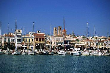 Yachts moored in harbour, Aegina Town, Aegina, Saronic Islands, Greek Islands, Greece, Europe