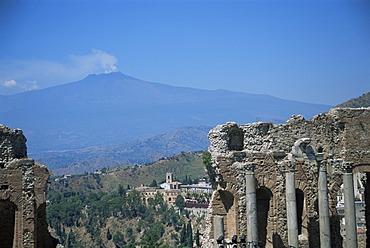 Greek theatre and Mount Etna, Taormina, Sicily, Italy, Europe