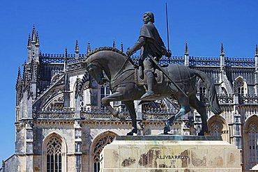 Statue of Nuno Alvares Pereira, Santa Maria da Vitoria Monastery, UNESCO World Heritage Site, Batalha, Portugal, Europe