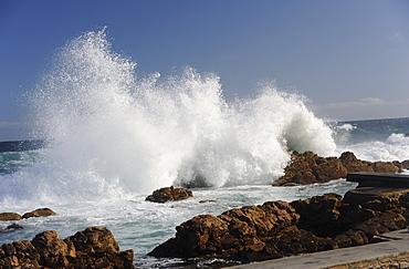 Wild sea breaking on rocks, Mosselbay, Cape Province, South Africa, Africa