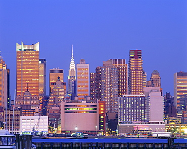 The Chrysler Building and the Manhattan skyline seen from New Jersey, New York, USA