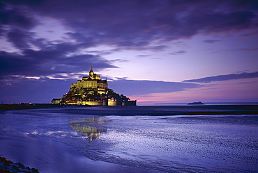 Mont Saint-Michel (Mont-St. Michel) at sunset, UNESCO World Heritage Site, La Manche region, Basse Normandie (Normandy), France, Europe