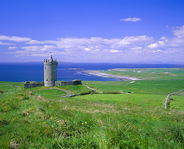 Doolin Tower, Doonagore Catle and South Sound, County Clare (Co. Clare), Munster, Republic of Ireland (Eire), Europe