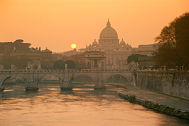 Evening, Vatican skyline and the River Tiber, Rome, Lazio, Italy, Europe