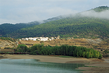 Village of Santa Maria, and reservoir, Embalse de la Pena, Aragon, Spain, Europe
