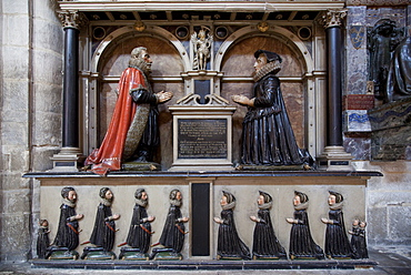 Monument to Thomas Machen, died 1614, his wife and 13 children, Gloucester Cathedral, Gloucester, Gloucestershire, England, United Kingdom, Europe