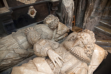 Effigies on tomb of Abraham Blackleech, died 1639, and his wife, Gloucester Cathedral, Gloucestershire, England, United Kingdom, Europe