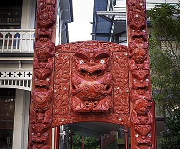 Carved gateway marking entrance to Te Herenga Waka Marae, Victoria University, Kelburn, Wellington, North Island, New Zealand, Pacific
