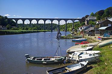 Calstock and railway viaduct over the River Tamar, Cornwall, England, United Kingdom, Europe