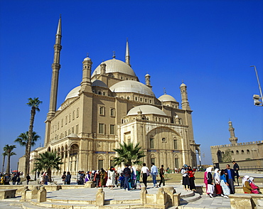 Crowds before the Mohammed Ali Mosque, Cairo, Egypt, North Africa, Africa