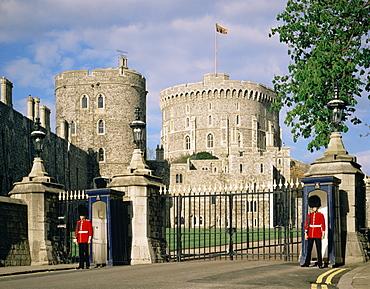 Guards at entrance to Windsor Castle, Windsor, Berkshire, England, United Kingdom, Europe