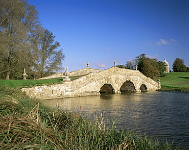 Oxford Bridge and Pavilion at Stowe, National Trust, Buckinghamshire, England, United Kingdom, Europe